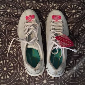 NWT women's Sketchers wide for